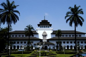 Tempat Wisata di Bandung Gambar Gedung Sate 300x199 Lowongan Kerja CPNS 2014 Dinas Provinsi Jawa Barat