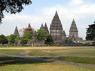 paket tour candi prambanan Tips Paket Wisata Liburan Hemat ke Yogyakarta ala Backpacker