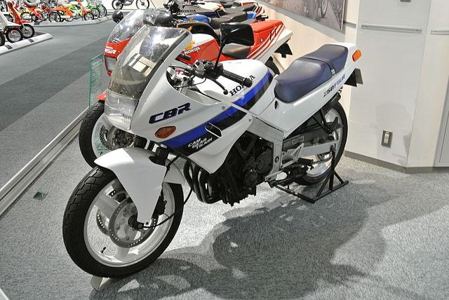 foto gambar motor honda cbr lama Keunggulan Motor Honda Dibandingkan Dengan Motor Yang Lain