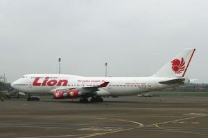 jenis foto pesawat lion air boeing 747-400 terbaru tergelincir jatuh